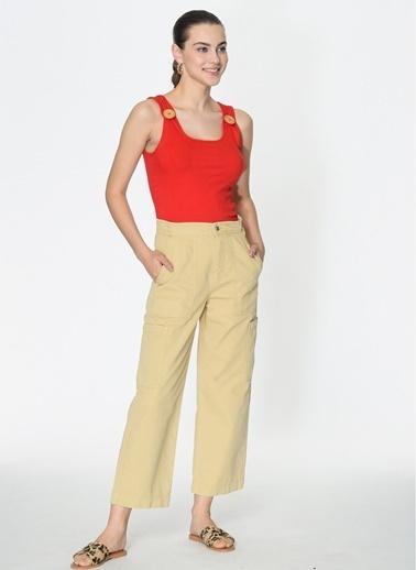 Loves You Kalın Askılı Tahta Düğmeli Kaşkorse Bluz Kırmızı